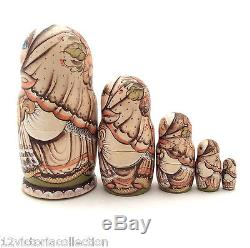 Beautiful Russian Nesting DOLL 5 piece set Hand Carved Hand Painted