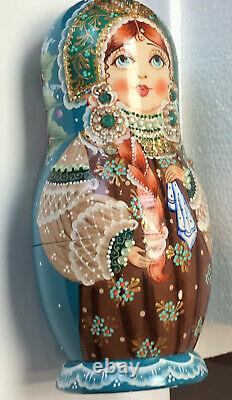 Mockba Russian Nesting Babushka Dolls Set Of 5 Signed Hand Painted Green Crown